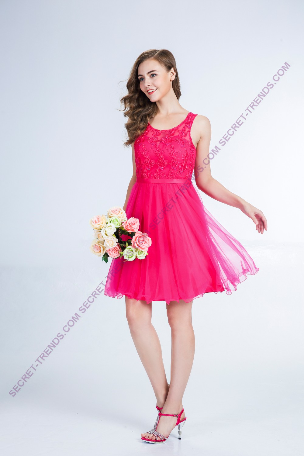 Elegant cocktail dress with floral pattern and ornate pearls R9146